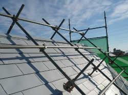 急勾配の屋根の住宅の塗り替え